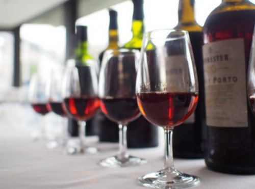 Who would be the ideal wine critic? A specialist or a generalist ...